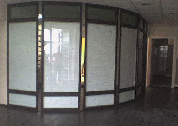 Cloison en métal et vitre - Menuiserie Agencement Général 44 à Nantes (44)