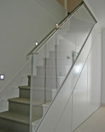 Escalier avec rampe en verre - Menuiserie Agencement Général 44 à Nantes (44)