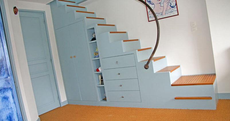 Escalier avec rangements intégrés - Menuiserie Agencement Général 44 à Nantes (44)