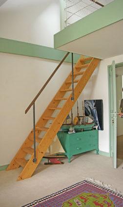 Escalier mezzanine - Menuiserie Agencement Général 44 à Nantes (44)