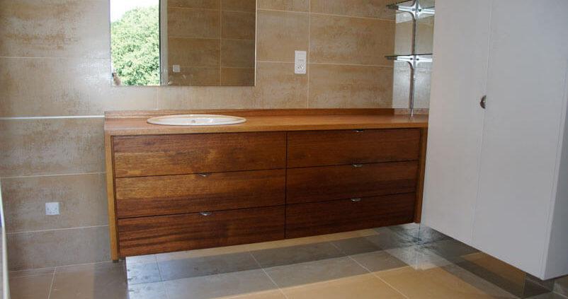 Meuble de salle de bain avec un lavabo - Menuiserie Agencement Général 44 à Nantes (44)