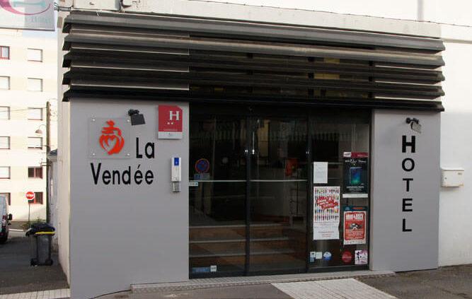 Devanture hôtel La Vendée - Menuiserie Agencement Général 44 à Nantes (44)