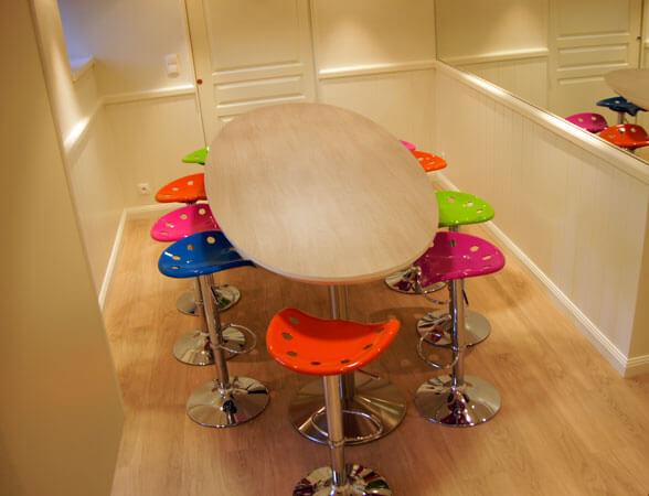 Table et tabourets - Menuiserie Agencement Général 44 à Nantes (44)